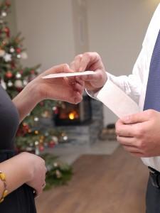 family-shares-oplatek-before-christmas-dinner-th.jpg - 31.10 kB