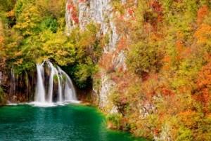poland-waterfall-autumn-colors.jpg - 31.84 kB